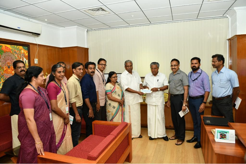 Local Self Government minister A.C.Moideen handing over Kudumbashree's CMDRF donation cheque of 7crore rupees to Chief Minister Pinarayi Vijayan